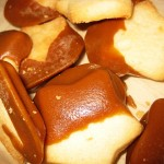 07-chris-leos-mothers-brown-and-white-star-cookies-with-caramel