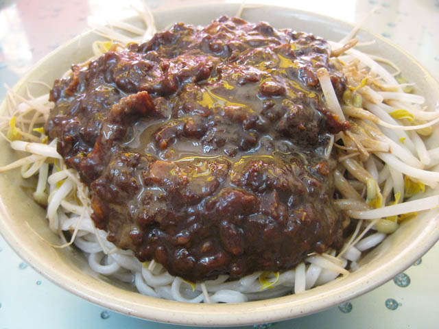 06-huge-bowl-of-dan-dan-noodles