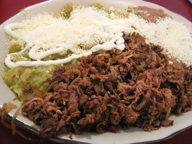 01 Grand Morelos Chilaquiles con Carne