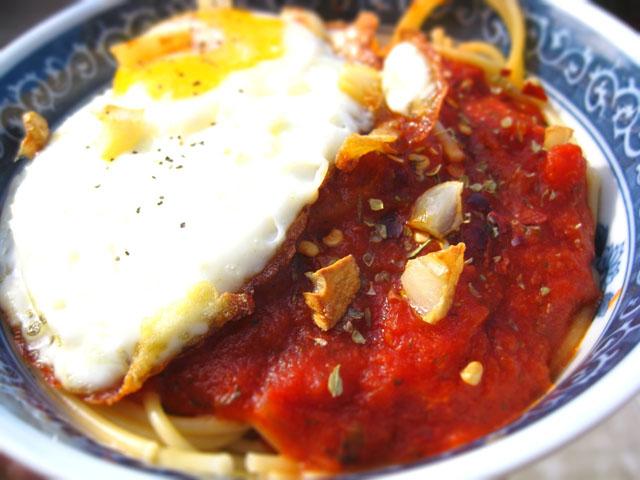 spaghetti fried egg