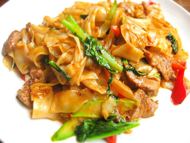 02 Pad Key Mao Drunken Noodles - Pongsri Thai