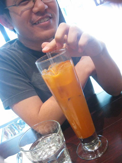 01 Thai Ice Tea and Sam