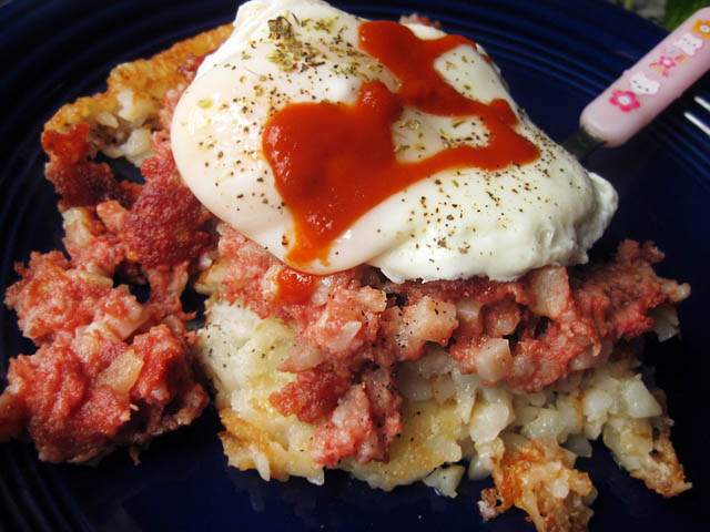 01 Corned Beef Hash wih Hash Browns and Egg