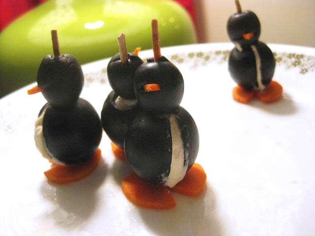 Holiday-Penguin-Stuffed-Olives