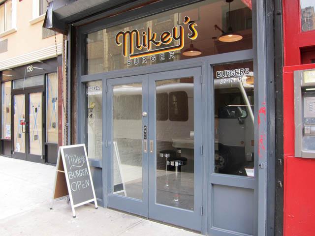 01 Mikey's Burger restaurant