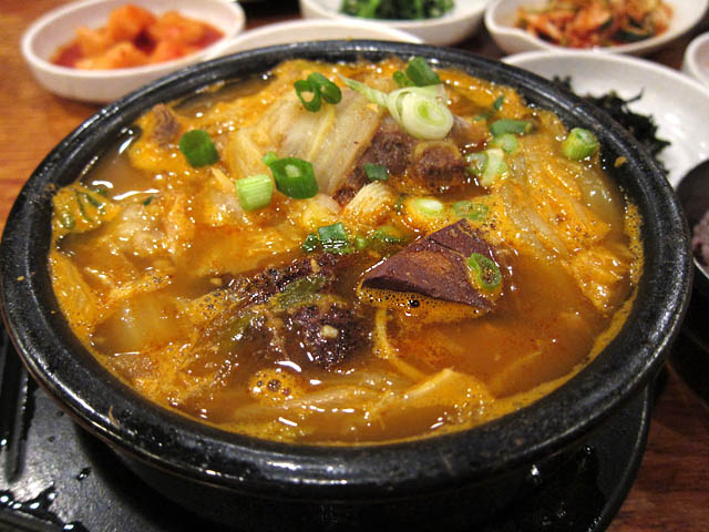 04-Haejang-Guk-hot-and-spicy-stew-of-ox-bone-and-ox-blood-with-assorted-vegetables-Kunjip1.jpg
