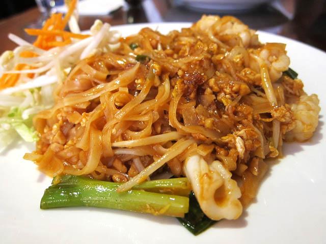 01 Calamari Pad Thai - Pongsri