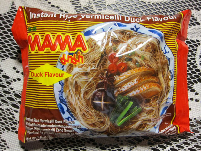 01 MAMA Rice Vermicelli Duck Flavour
