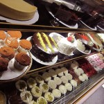 02 cupcakes and cakes - Pinisi Bakery