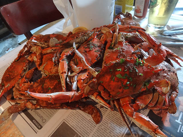 How to eat crab in a restaurant for Restaurants that serve fish near me