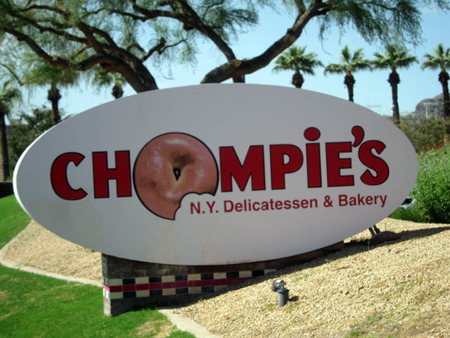 03 Chompie's_sign