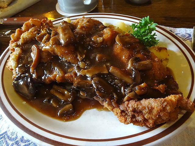 11 Jagerschnitzel - Zum Stammtisch Restaurant