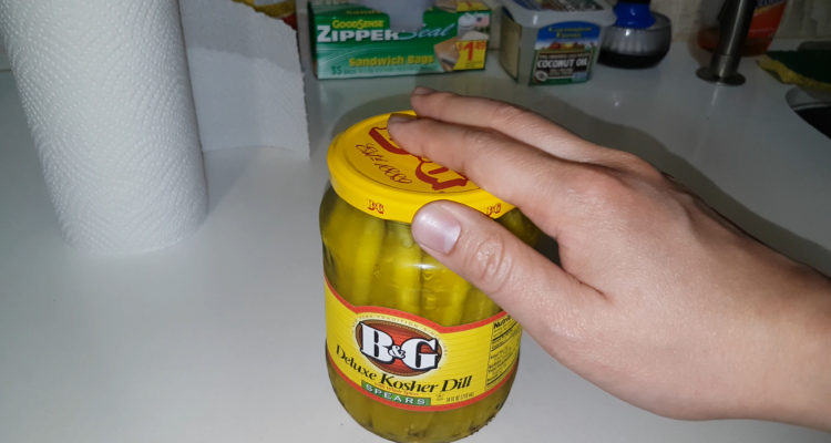 how-to-open-a-pickle-jar-easy